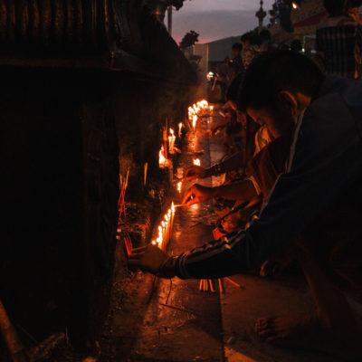 Uno dei momenti in cui si è percepita profondamente la spiritualità di questo popolo. Meta di pellegrinaggio per tutti i buddhisti, la Golden Rock.