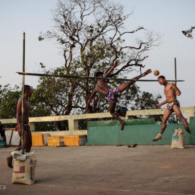 """Fermo immagine di una partita di """"volley birmano""""… come potevo non fermarmi!"""