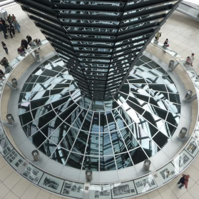 Cupola del Reichstag  Fotografia tratta da Wikimedia Commons  By Immanuel Giel, CC BY 3.0, https://commons.wikimedia.org/w/index.php?curid=52569936