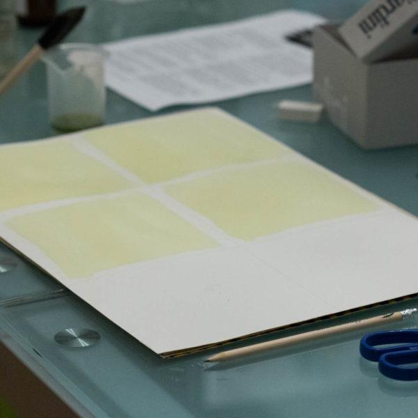 La preparazione della carta, spennellata con i chimici