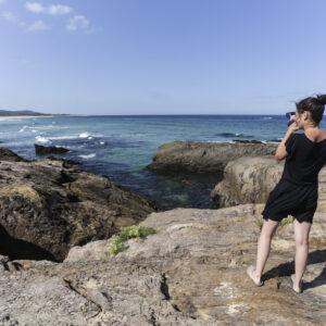 Ire fotografa dalla scogliera la spiaggia