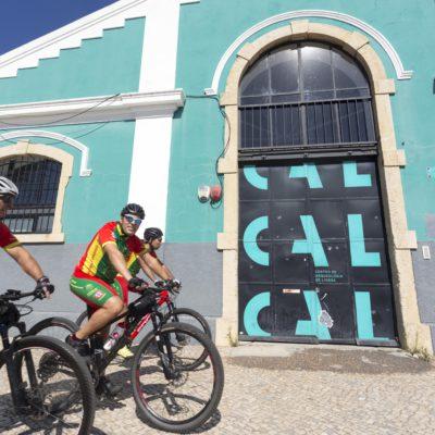 Ciclisti in divisa Portoghese nei pressi di Belem