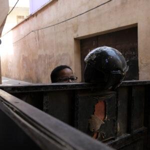 Ragazzino per le strade di Meknes